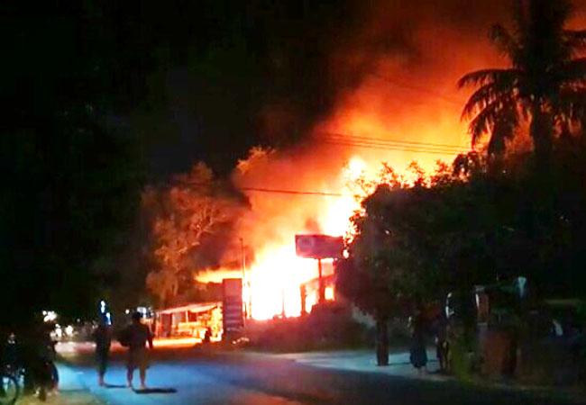 https://seputarmadura.com/wp-content/uploads/2019/05/Pom-Mini-Milik-Anggota-DPRD-Sumenep-Hangus-Terbakar.jpg