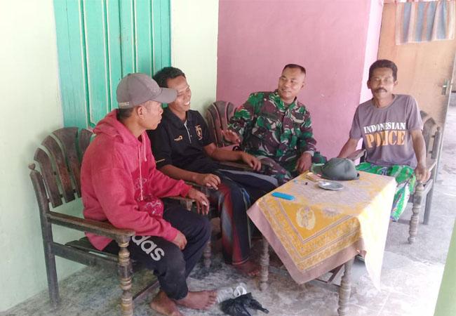 https://seputarmadura.com/wp-content/uploads/2019/08/Babinsa-Koramil-0827-05-Lenteng-Intensif-Melaksanakan-Komsos-Dengan-Warga-Desa-Binaan.jpg