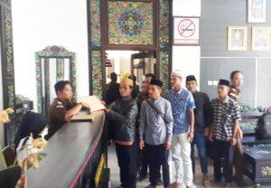 https://seputarmadura.com/wp-content/uploads/2019/08/Pemuda-Montorna-Datangi-Kejari-Sumenep-Laporkan-Dugaan-Penyimpangan-Raskin.jpg