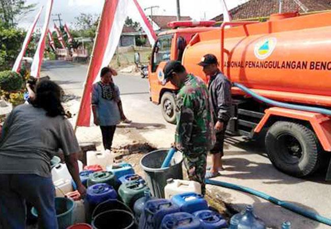 https://seputarmadura.com/wp-content/uploads/2019/09/BPBD-Sampang-Akui-Hanya-Satu-Tangki-Untuk-Satu-Desa-Bantuan-Air-Bersih.jpg