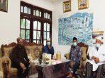 https://seputarmadura.com/wp-content/uploads/2020/05/Achmad-Fauzi-Sowan-dan-Minta-Doa-Pengasuh-Ponpes-di-Sumenep.jpg